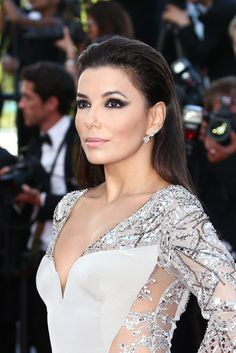 Eva Longoria is smoking hot at the Festival de Cannes 2015. Re-create her sultry eye look with this liner.