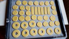 reteta non plus ultra fursecuri cu spuma si gem Non Plus Ultra, Biscotti Recipe, Scones, Biscuit, Gem, Muffin, Tray, Recipes, Food