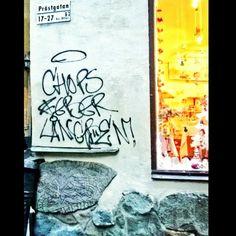 #Prästgatan #gamlastan #Stockholm #ruinestone #ruinestones #sten #riimukuvi #riimut #riimukirjoitus #katutaidetta #Tukholma #töherrys #klotter #graffiti #kraffiti