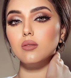 Fab makeup, perfection - beauty make up - Maquillaje Perfect Makeup, Gorgeous Makeup, Pretty Makeup, Glam Makeup, Beauty Makeup, Hair Makeup, Pink Lipstick Makeup, Neutral Eye Makeup, Brunette Makeup