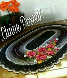 Crochet Table Mat, Thread Work, Beautiful Crochet, Floor Rugs, Knit Patterns, Crochet Flowers, Free Crochet, Knitting, Crafts