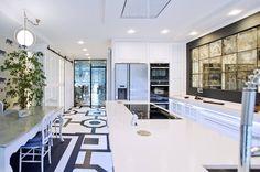 Cocina con campana de techo Pando E-217.  Diseño de cocina realizado por Soinco Cocinas de Torrelavega (Santander). #diseño #cocina #Pando Kitchen Hoods, Cuisine Design, Kitchens