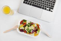 Pause déjeuner au bureau : comment s'occuper pour un vrai moment de détente ? / iStock.com-LightFieldStudios