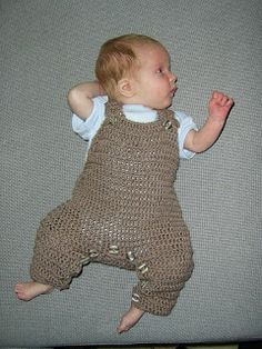 Mauv is Crafty: Crochet baby overalls - free pattern! *Plan to use this pattern as a base to re-create the sock monkey overalls I have pinned on my sock monkey board. Crochet Baby Pants, Baby Afghan Crochet, Crochet Bebe, Crochet For Boys, Baby Afghans, Newborn Crochet, Crochet Clothes, Free Crochet, Irish Crochet
