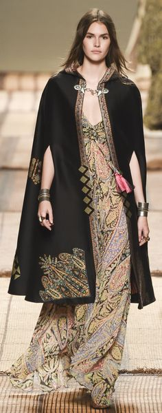 Etro Spring 2017 Ready-to-Wear Collection Photos - Vogue Fashion 2017, Runway Fashion, Fashion Show, Womens Fashion, Fashion Design, Milan Fashion, Vogue, Vanessa Moody, Hippy Chic