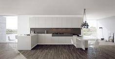 Simply è sinonimo di qualità unita alla semplicità e al design di una cucina funzionale ed esteticamente bella. L'originalità di Simply sta nella finitura a taglio sega del laminato che regala l'emozione del legno dall'aspetto vissuto e naturale.