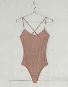 Body canalé satinado escote espalda. Descubre ésta y muchas otras prendas en Bershka con nuevos productos cada semana