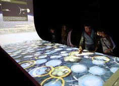 ART+COM created an interactive room for the travelling exhibition where visitors can get in direct touch with aliens. Interactive Projection, Interactive Walls, Interactive Media, Interactive Installation, Projection Mapping, Interaktives Design, Media Design, Expo Stand, Design Museum