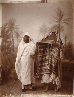 sisterwolf: J. Photo Exhibit, Architecture People, Arab Women, Photo Journal, Orient, East Africa, Vintage Ladies, African, Painting