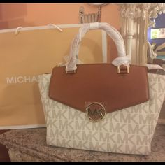 Michael Kors Hudson Large Satchel in Vanilla Authentic. New with tags and packaging. Michael Kors Bags Satchels