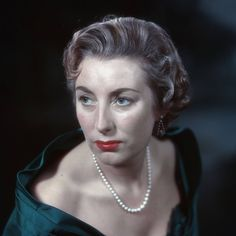 Dame Vera Lynn rallies Britain with inspiring message on her birthday Vera Lynn, White Cliffs Of Dover, Inspiring Message, Female Singers, Wwi, World War Two, Troops, Famous People