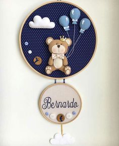Teddy bear with balloons- Osito con globos Teddy bear with balloons - Baby Crafts, Felt Crafts, Diy And Crafts, Embroidery Hoop Art, Embroidery Patterns, Decoration Buffet, Felt Wreath, Felt Baby, Felt Toys