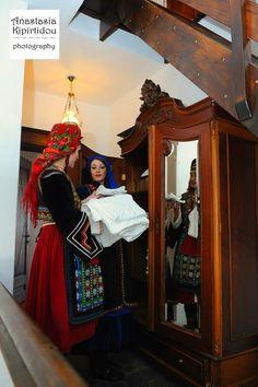 Βλάχοι Προσοτσανης foto by Anastasia Kipirtidou Costumes Around The World, Folk Costume, Ethnic Fashion, Scandinavian, Greek, African, Ethnic Fashion Styles, Tribal Fashion