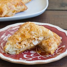 Buffalo Chicken in Puff Pastry. Buffalo Chicken in Puff Pastry - a super quick and easy snack. Puff Pastry Chicken, Chicken Puffs, Milk Recipes, Chicken Recipes, Cooking Recipes, Easy Snacks, Easy Meals, Puff Pastry Recipes, Puff Pastries
