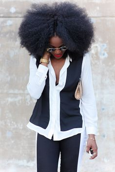 Chic Style: For a simple chic look choose black and white pieces to give a pop! Add a color lip and accessorize.