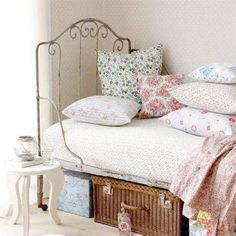 daybeds-for-teenage-girls-vintage-girl-bedroom-ideas-550-x-550.jpg (480×480)