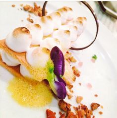 Finger Meringue served with mango foam sauce, strawberry caviar and almond.  #inspiration #chef_chanatouch