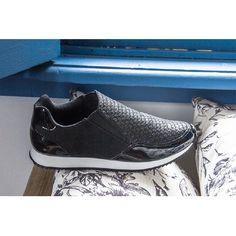 Hoje é dia de optar por praticidade por isso escolhi esse tênis sem cadarços para curtir o dia! :D #ValentinaFlats #shoes #fashion #loveit #loveshoes #shoeslover #flat #sneakers #love #shoelovers #nice #style