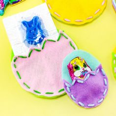 Check out these cute and easy to make DIY Easter Egg Treat Pouches!