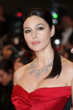 Monica Bellucci is one of the most beautiful women on earth. - Monica Bellucci is one of the most beautiful women on earth. Monica Bellucci Joven, Monica Bellucci Young, Monica Bellucci Photo, Monica Belluci, Beautiful Girl Image, Most Beautiful Women, Hollywood Celebrities, Hollywood Actresses, Hollywood Fashion