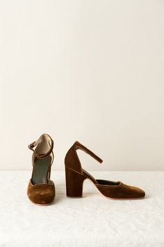 Simple, yet elegant heel from Rachel Comey, featuring a round, closed toe and heel and delicate ankle strap with a buckle closure. The heel is velvet wrapped, and the shoe has a leather sole so it is easy to walk in, and will be perfect compliment to many outfits. Details - Step into the holiday season drenched in velvet - 100% viscose - 100% leather sole - 80 mm heel height - Round, closed toe and heel - Ankle strap with buckle closure - Velvet wrapped heel - Made in Peru USA Europe 5.5/...