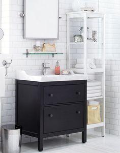Se regarder dans le miroir et en arrière-plan, avoir une salle de bain de rêve, on est pour ça.