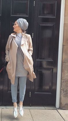 Hijab + Trench (Dina Tokio) Islamic Fashion, Muslim Fashion, Modest Fashion, Hijab Fashion, Fashion Outfits, Women's Fashion, Fashion Trends, Modest Wear, Modest Outfits