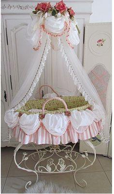 Marie Antoinette basket