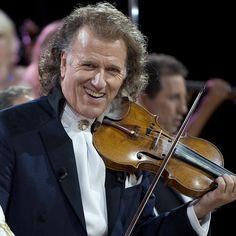 050713, Maastricht: Andre Rieu Op Het Vrijthof. Foto: Marcel Van Hoorn. is an HD wallpaper posted in listopad-slike category. You can download 050713, Maastricht: Andre Rieu Op Het Vrijthof. Foto: Marcel Van Hoorn. HD wallpaper for your desktop, notebook, tablet or phone or you can edit the image, resize, crop, frame it so that will …