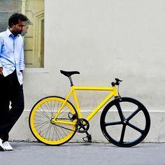 yellow/black fixed gear Bici Retro, Velo Retro, Velo Vintage, Retro Bicycle, Vintage Bikes, Velo Design, Bicycle Design, Urban Cycling, Urban Bike