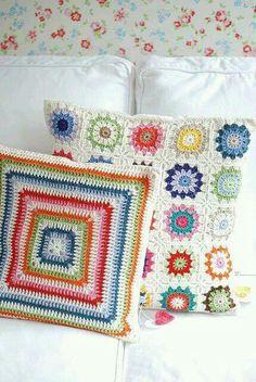 Transcendent Crochet a Solid Granny Square Ideas. Inconceivable Crochet a Solid Granny Square Ideas. Crochet Pillows, Crochet Cushion Cover, Crochet Diy, Crochet Home, Love Crochet, Learn Crochet, Crochet Squares, Crochet Granny, Crochet Motif