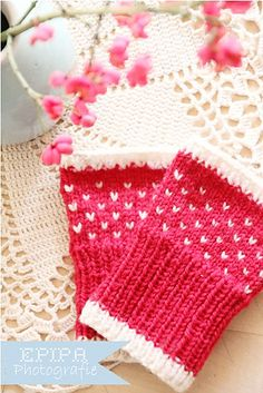 Free Knitting Patterns  #stylelab Lovely colour combination and the materials give a warm soft feeling, I really love to wear those wrist warmers