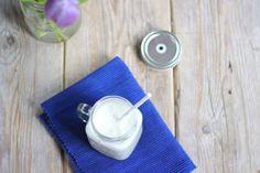 Het is zondagochtend/middag en dus hebben we altijd een smoothie recept voor jullie. Vandaag een super lekkere smoothie met kokos en banaan. Lekker, simpel en snel te bereiden! Recept voor 1 smoothie Tijd: 5 min. Benodigdheden: 1 banaan 100 ml yoghurt 50 ml melk 2 theelepels kokos Bereidingswijze: Doe alle ingredienten in een maatbeker of …