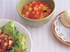 加藤 美由紀さんのじゃがいもを使った「ミネストローネ」のレシピページです。 材料: じゃがいも、にんじん、たまねぎ、セロリ、かぼちゃ、トマトの水煮、オリーブ油、塩、こしょう、パルメザンチーズ