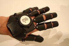 Glove One: The 3D Printed Smartphone Glove - http://3dprint.com/39192/glove-one-smartphone/…
