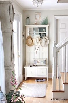 Sweet Cottage Shabby Chic Entryway Decor Ideas - For Creative Juice French style neutral decor for entryway decor. Shabby Chic Flur, Shabby Chic Entryway, Casas Shabby Chic, Shabby Chic Kitchen, Shabby Chic Cottage, Shabby Chic Homes, Shabby Chic Style, Shabby Chic Furniture, Shabby Chic Decor