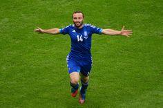 Dimitris Saligidis rallies 10-man Greece to a draw - POL 1-1 GRE