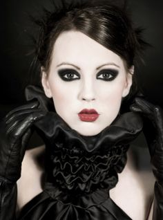 You've picked your gothic glam outfit and you're ready for a night out on the town. Here's how to create gothic glam makeup with smokey eyes and dark lips. Gothic Makeup, Glam Makeup, Punk Makeup, Gothic Glam, Dark Eye Makeup, Eye Makeup Tips, Fantasy Makeup, Hair Makeup, Makeup Ideas