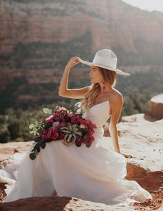 bohemian style wedding Bridal Hat, Bridal Style, Wedding Hats, Boho Wedding, Green Wedding, Wedding Jewelry, Headpiece Wedding, Bouquet Wedding, Hipster Bride