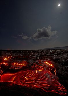 Photographer Ventures to Volcanos and Lava Flows in Hawaii beoEhjb