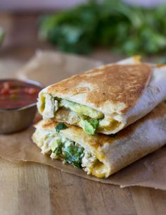 Crispy, cheesy, and healthy, these chicken and avocado wraps are easy to make and ready in under 10 minutes. By now I'm going to assume you all know about my burrito obsession. It all starte…