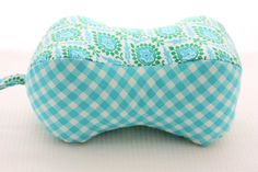Peanut Pillow PDF Sewing Pattern by aspoonfullofsugar on Etsy – neck pillow diy Sewing Hacks, Sewing Crafts, Sewing Projects, Sewing Ideas, Sewing Tips, Craft Projects, Craft Ideas, Small Pillows, Diy Pillows