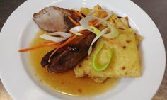 TIP NA DNEŠNÝ #OBED Marinované kačacie prsia v mede podávané s domácou lokšou #DenneMenu #Restauracia Pork, Menu, Kale Stir Fry, Menu Board Design, Pork Chops
