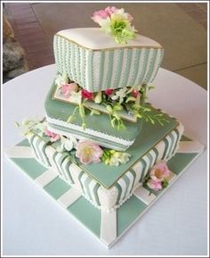 queenbee1924:   (via Party Cakes)     Cake