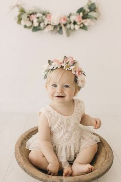 1st Birthday Photoshoot, First Birthday Outfit Girl, One Year Birthday, First Birthday Themes, Baby Girl 1st Birthday, Birthday Cake Smash, First Birthday Photos, Cake Smash Outfit Girl, Birthday Girl Pictures