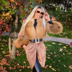 Collar And Cuff, Fur Collars, Luxury Branding, Leather Pants, Leather Jackets, Fashion Models, Winter Outfits, Winter Fashion, Fur Coat