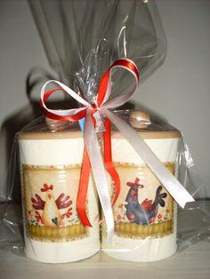 Conjunto de latas decoradas com aplicação decoupage. R$17,00