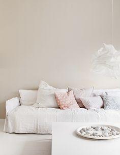 Edullisesti uutta ilmettä kotiin – tuunaa vanha nukkamatto ja jakkarat