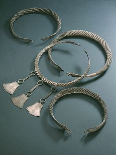 KM Inarin hopea-aarre, neljä kaularengasta; Medieval Jewelry, Viking Jewelry, Ancient Jewelry, Medieval Art, Early Middle Ages, Viking Age, Iron Age, Dark Ages, Metal Working