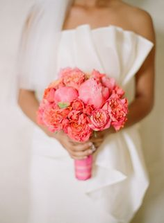 Love the bold and bright colors of this coral bouquet #wedding #inspiration #coral #bouquet
